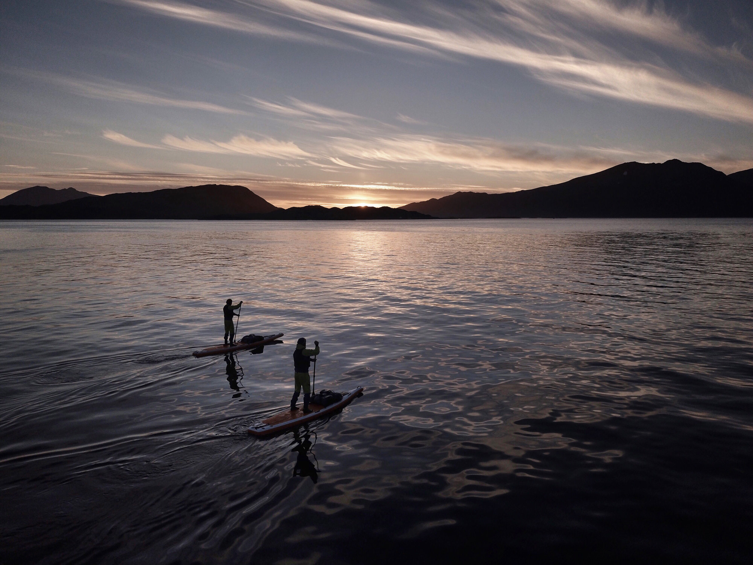 Setting Sun Spotlights Solitary >> Sup Norway Paddling Under The Light Of The Midnight Sun