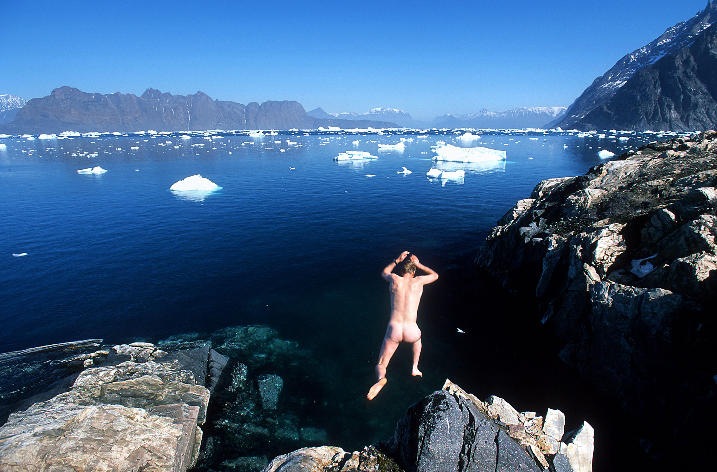 greenland-jump-sea-freezing