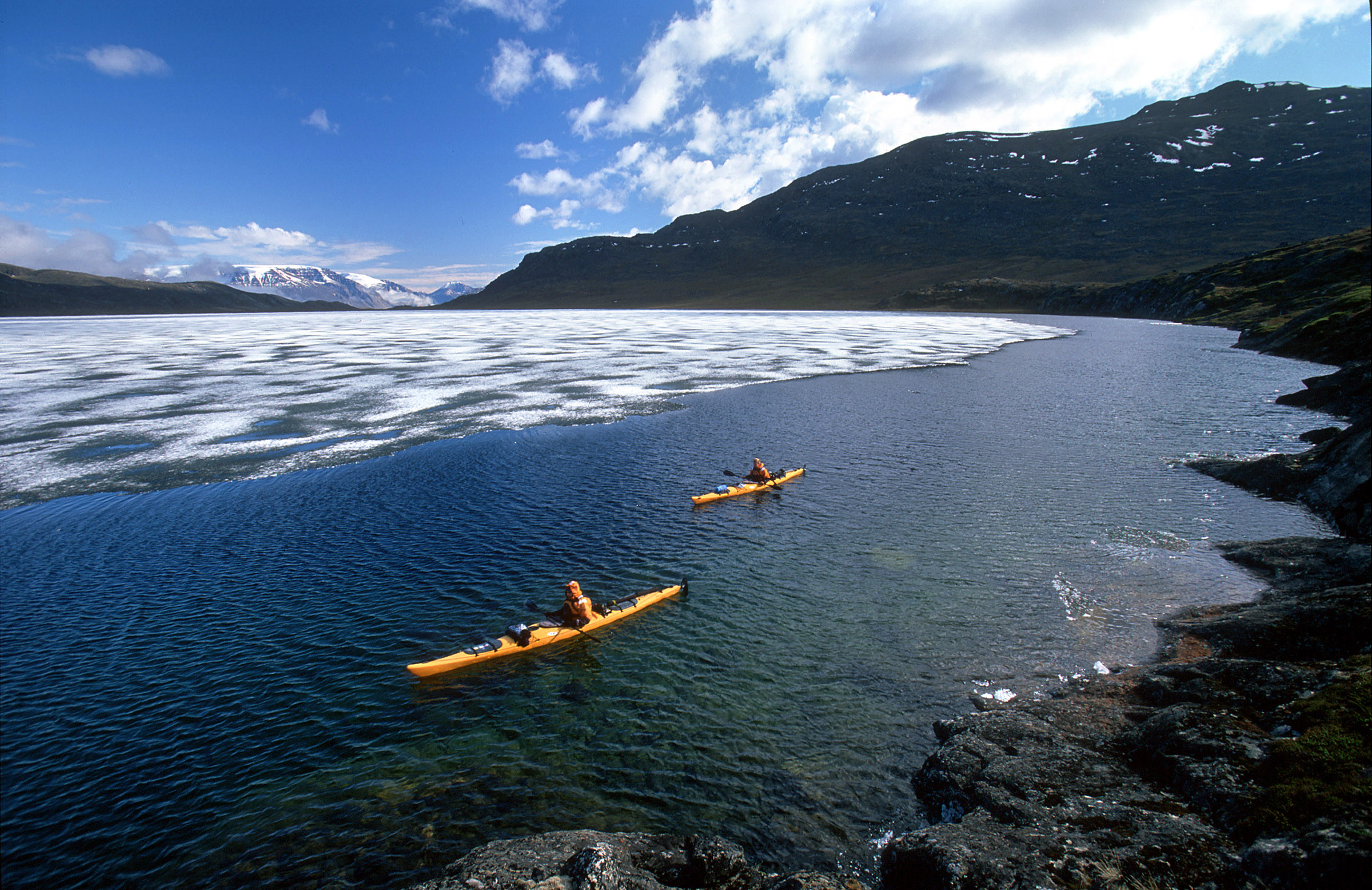 greenland-sea-kayak-lake-ice