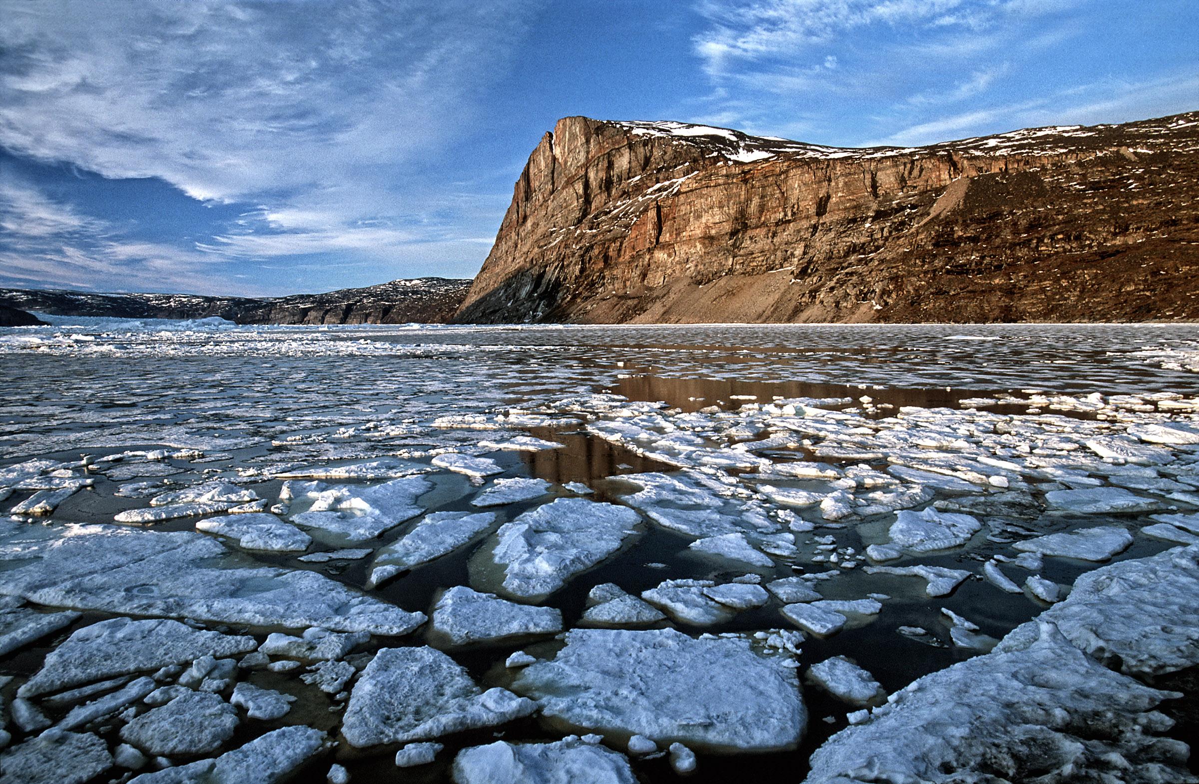greenland-sea-pack-ice-mountain