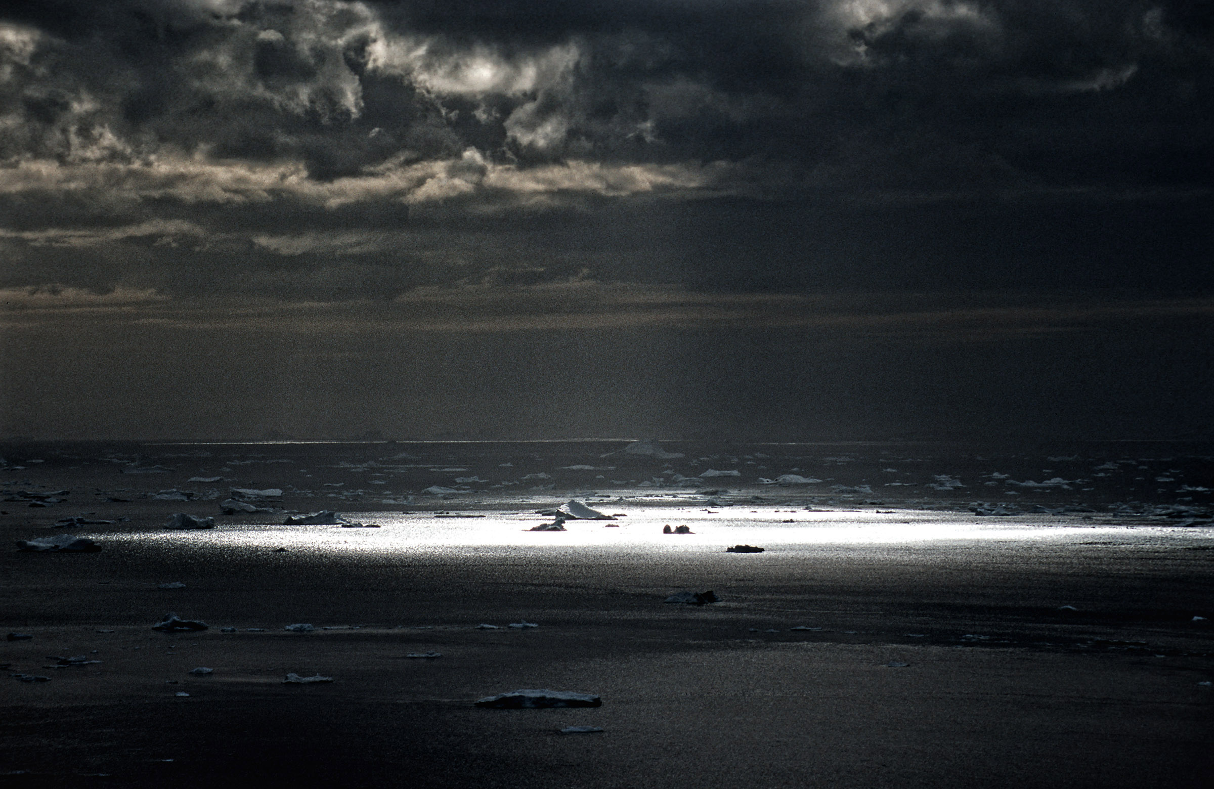 greenland-sun-spotlight-sea-dramatic