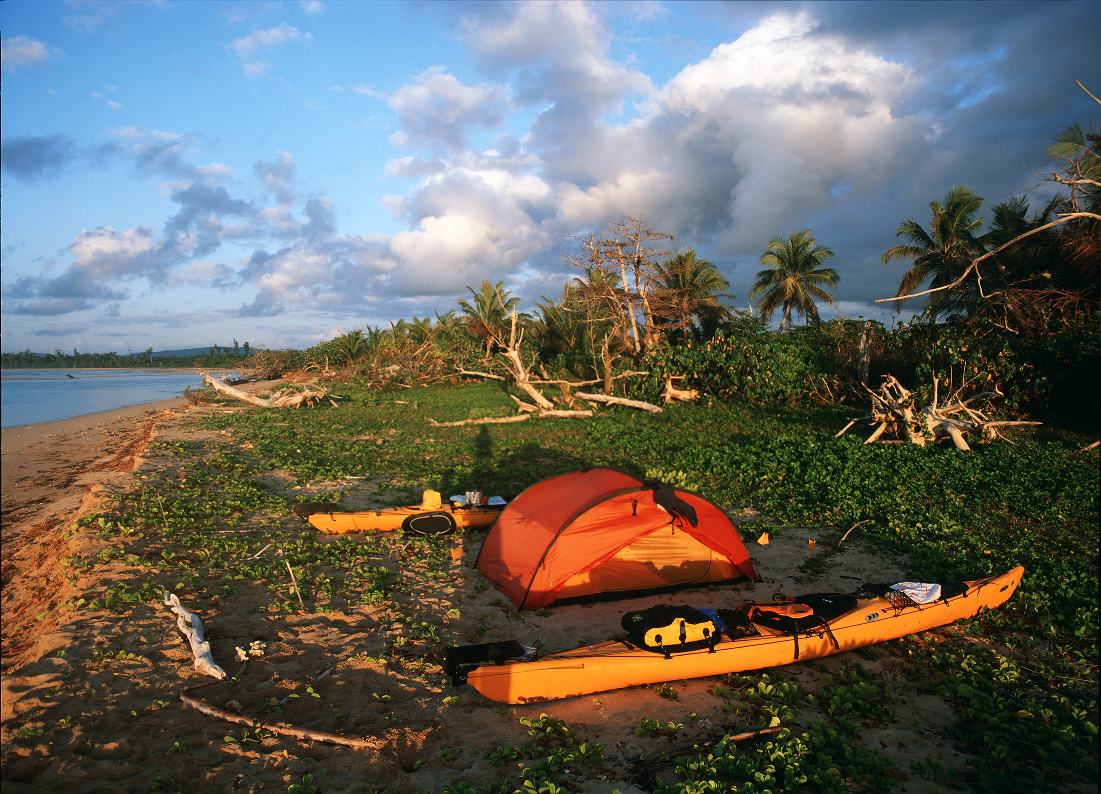 madagascar-beach-sea-kayak-tent