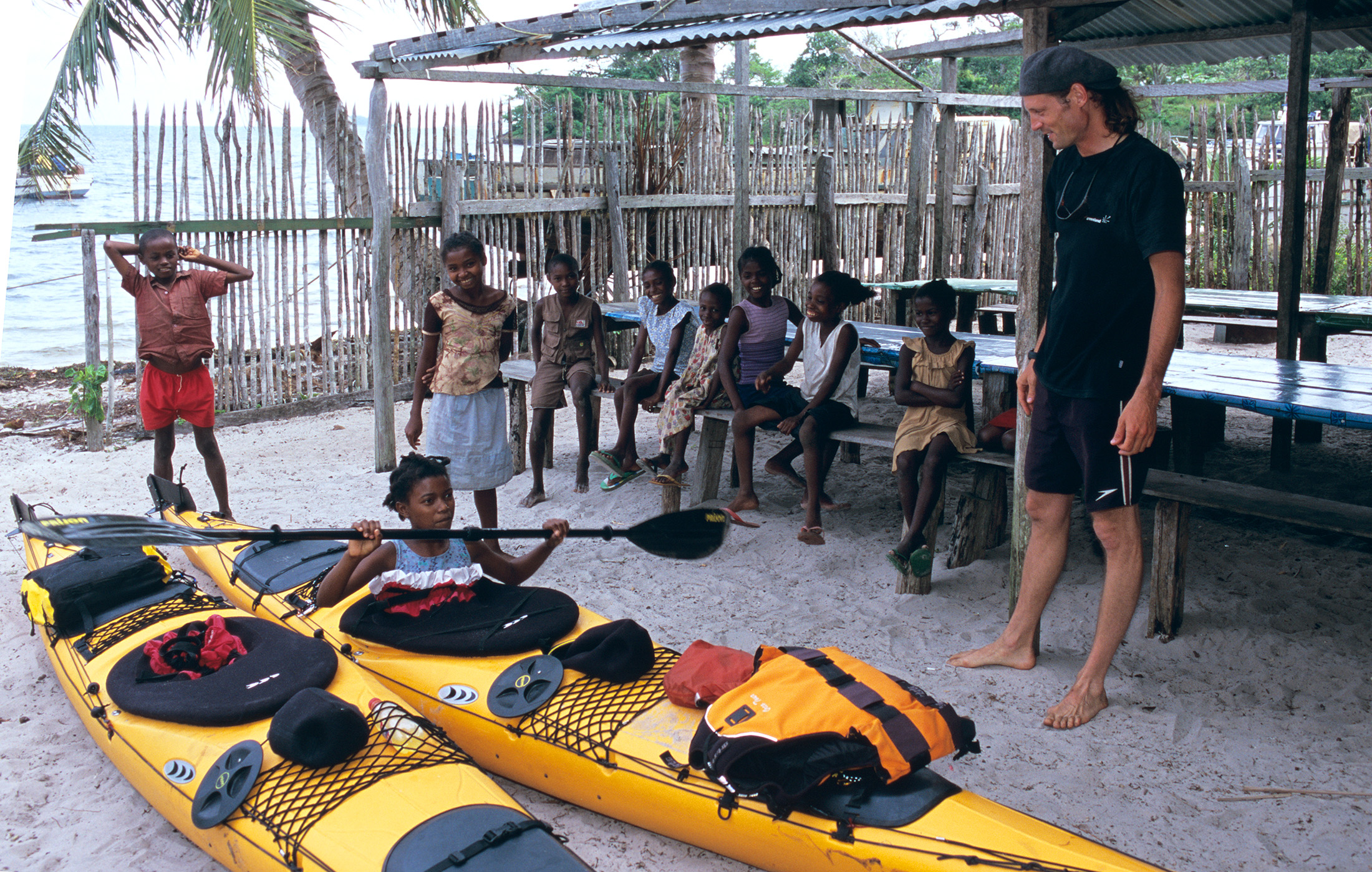 madagascar-children-sea-kayak
