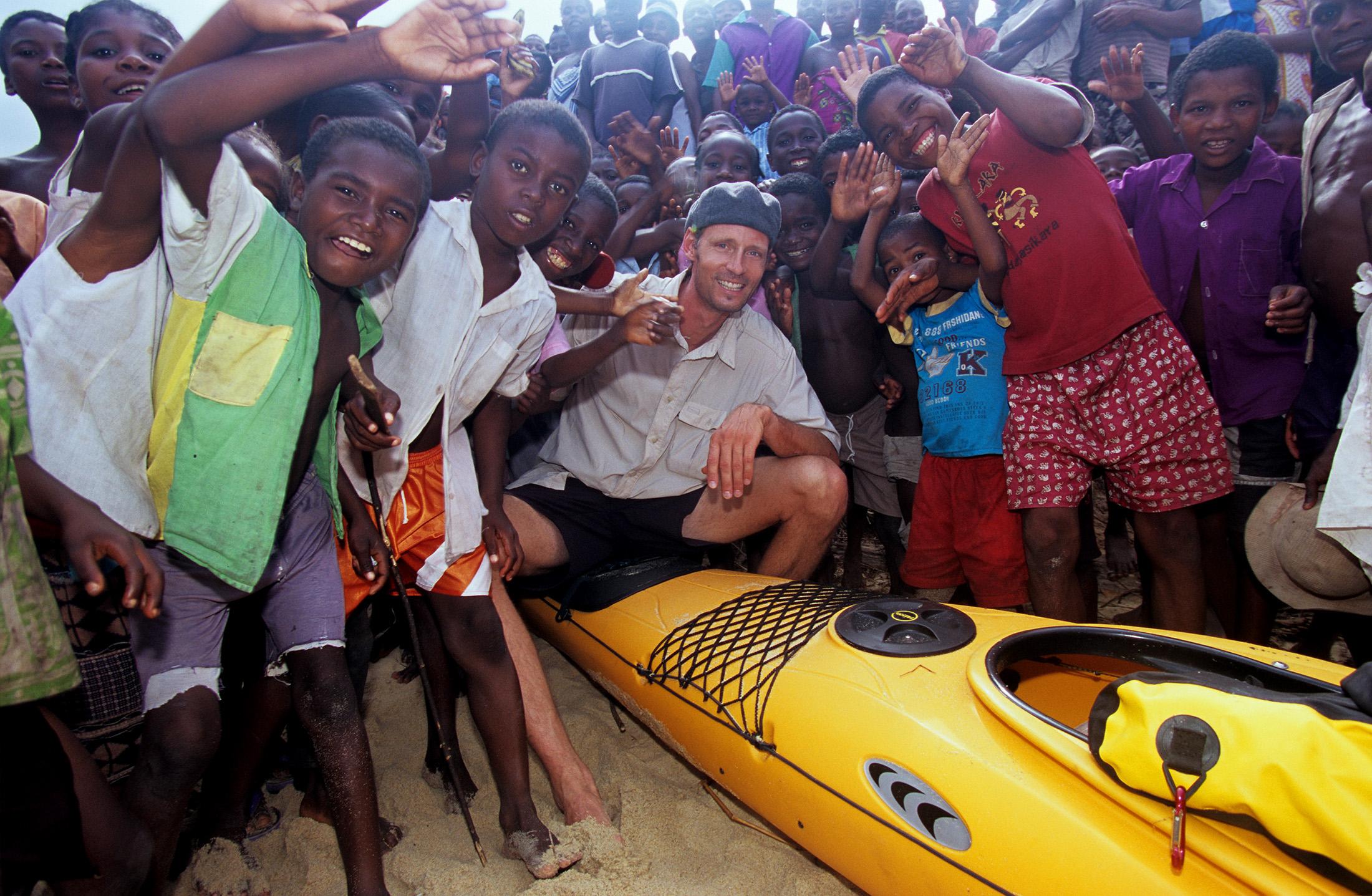 madagascar-village-sea-kayak